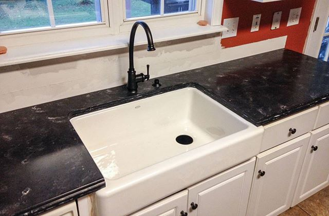 Farm house sinks go beautifully with solid surface like this Hi-Macs color Monza! #solidsurface #solidsurfacecountertops #HiMacs #Monza #farmhousesink #kitchenremodel