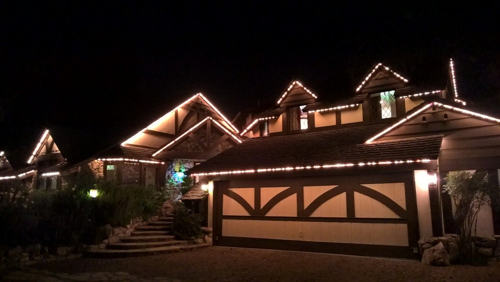 The perfect holidays house with built-in lights!