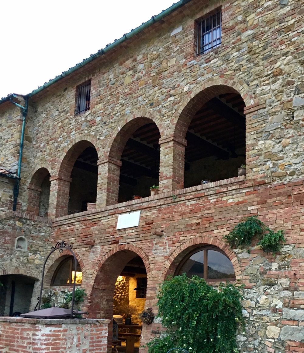 Tuscan farmhouse courtyard.jpeg