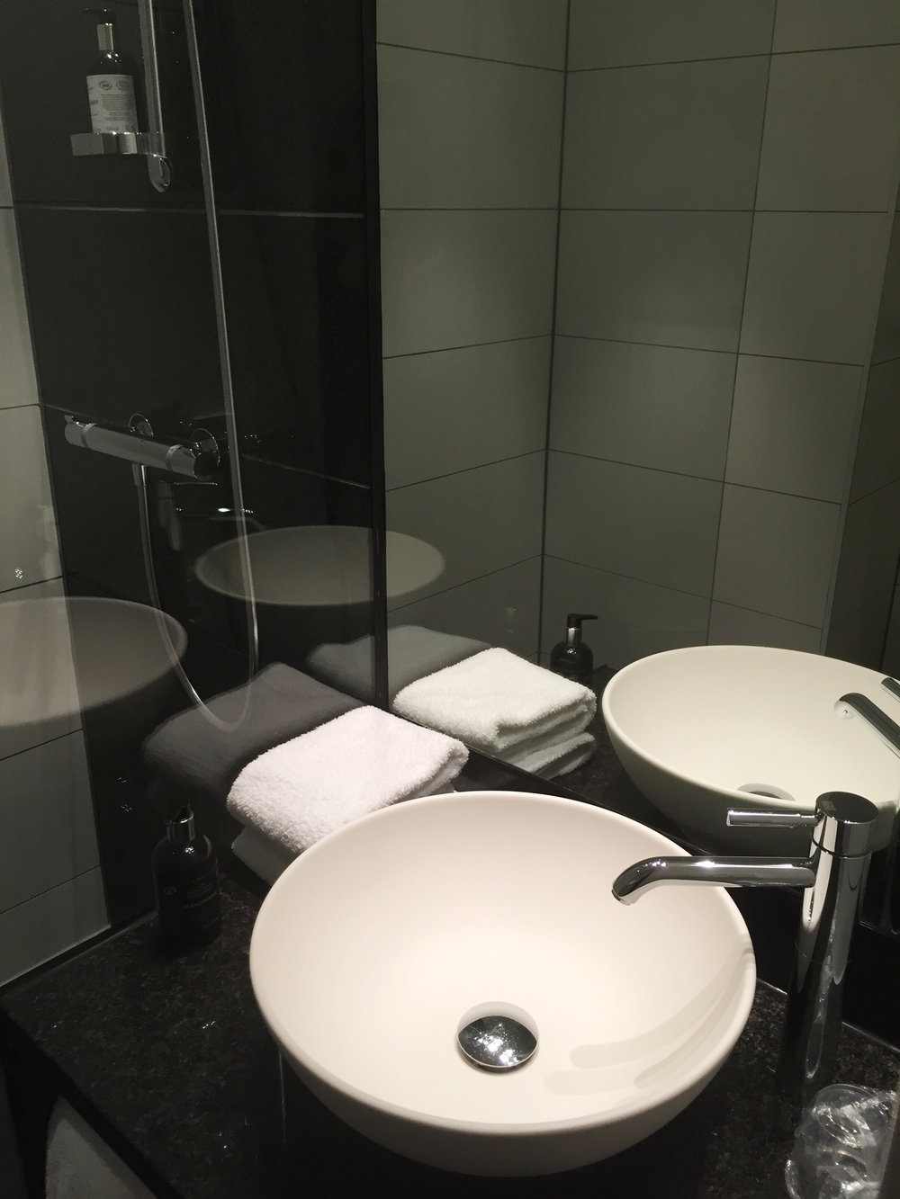 Motel One Piccadilly Bathroom