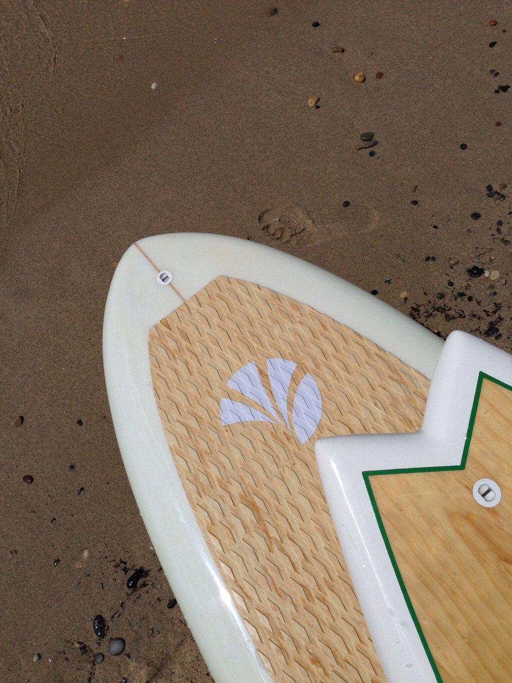SUP BOARDS RIGIDES - SUP Haut de GammeDesign mode / élégance à la française,Excellente sensation de glisse sur l'eau.