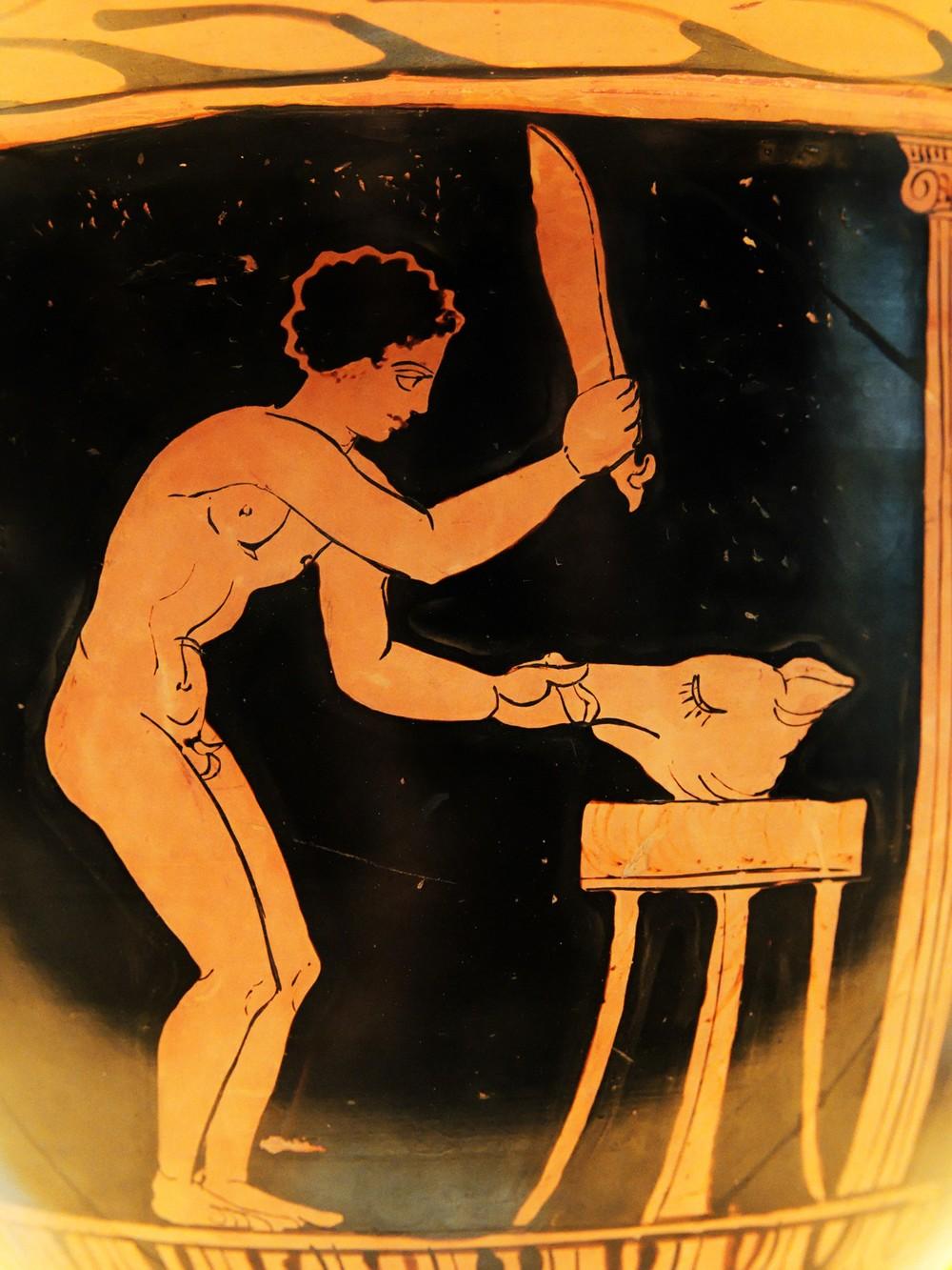 Jovem preparando cabeça de porco após sacrifício. Vaso, 360-340 a.C.