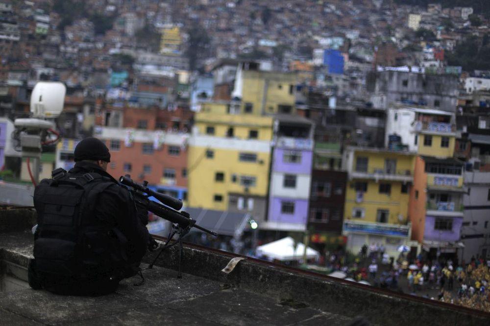 policeoverfavela