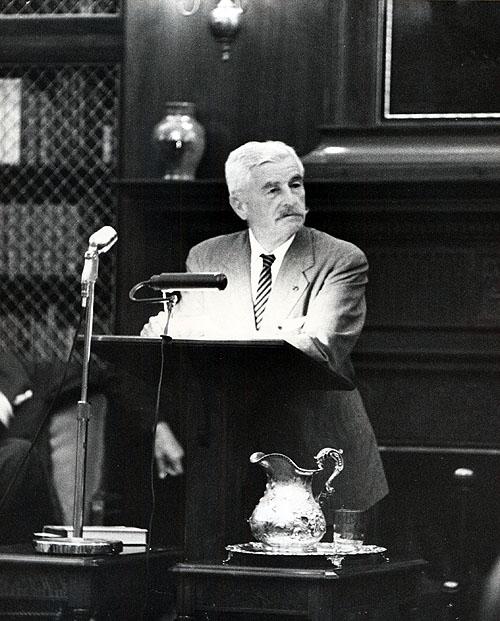 Faulkner na Faculdade de Virgínia. Foto por Ralph Thompson.