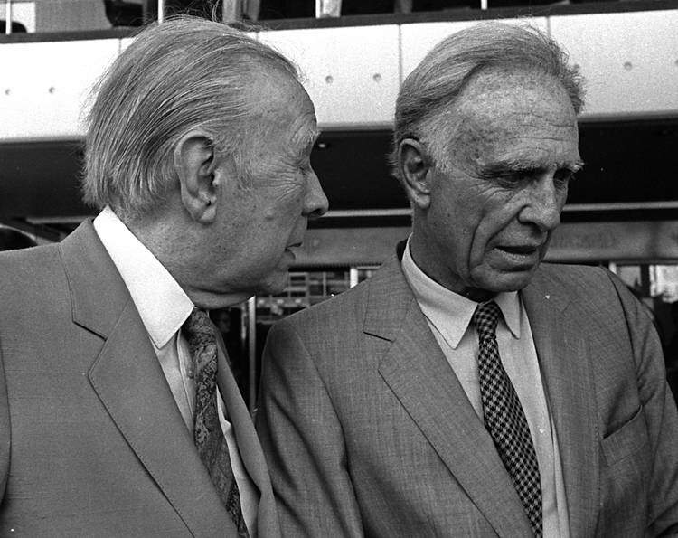 Borges (left) and Bioy Casares (right).