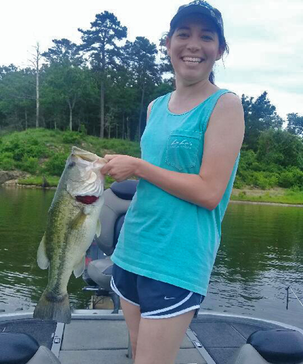broken-bow-lake-fishing-guide-7lb-bass.jpg