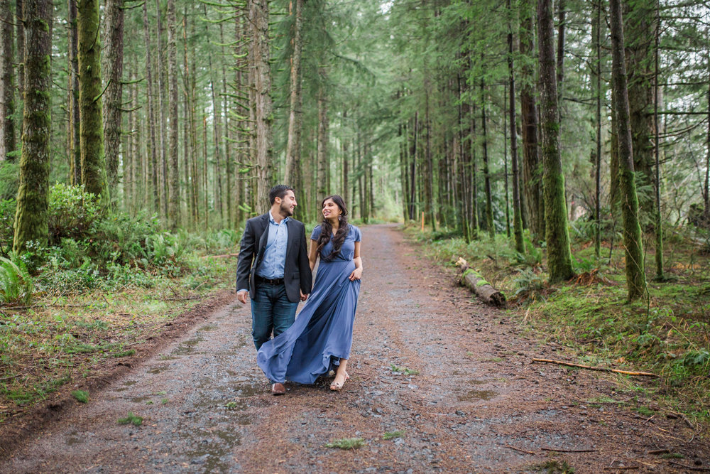 Silver Falls Engagement Session photographer