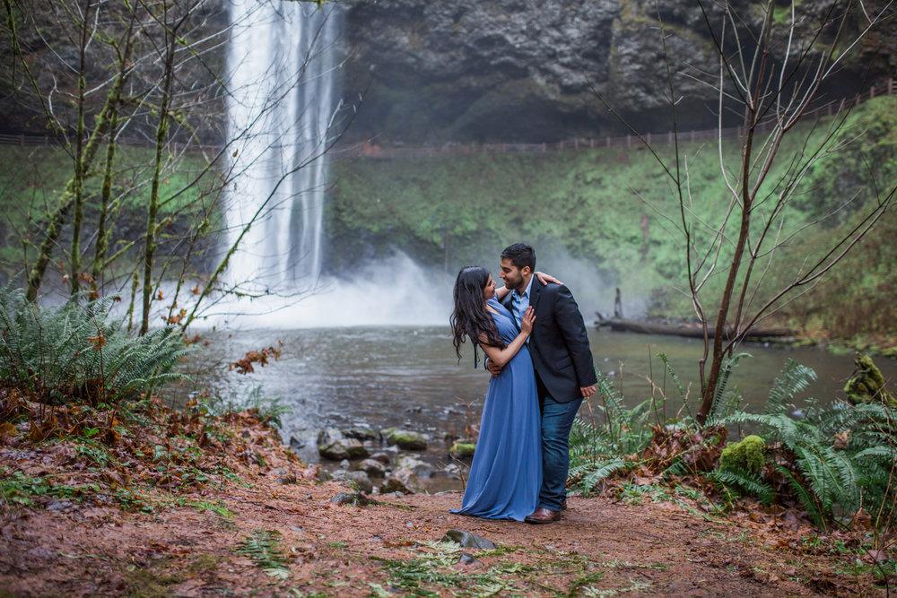 Oregon engagement session photographer, Silver Falls Engagement Session