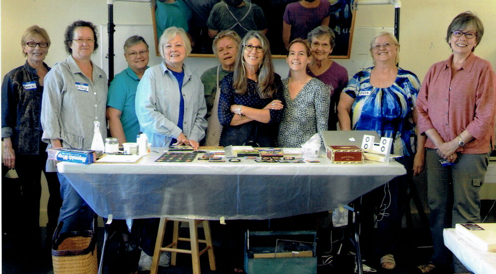 My creative class at Emerald Art Center, Fall 2016. Thank you to our wonderful volunteer helpers from EAC who set up the room, fed us with snacks all day, made great artwork themselves, and took pictures of the workshop for everyone. Grateful!