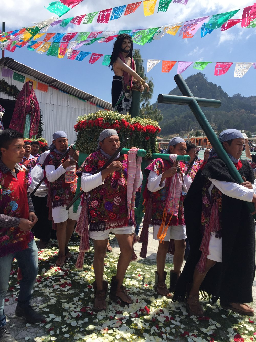 We were lucky to observe this annual ceremony for lent in San Lorenzo Zinacantan village where all the men an women dress in their beautifully embroidered traditional clothing of purple and magenta.
