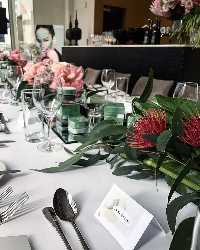 Stunning table setting with fresh blooms and our sweet hand painted watercolour name cards! ❥❥ Thank you @lorealskin for letting us be part of this beautiful launch!