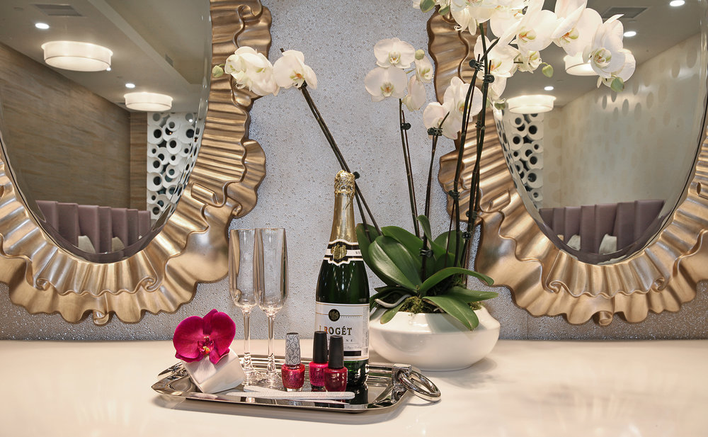 CHAMPAGNE NAIL LOUNGE   NOW OPEN!