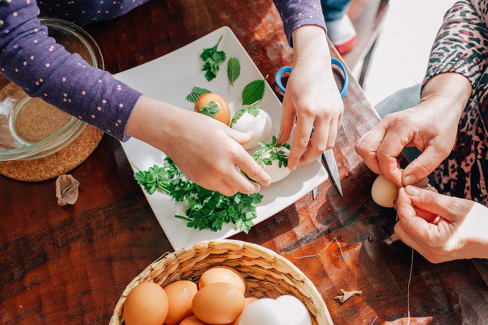 easter-eggs-organic-dye-onion-peels-elena-wilken13.jpg