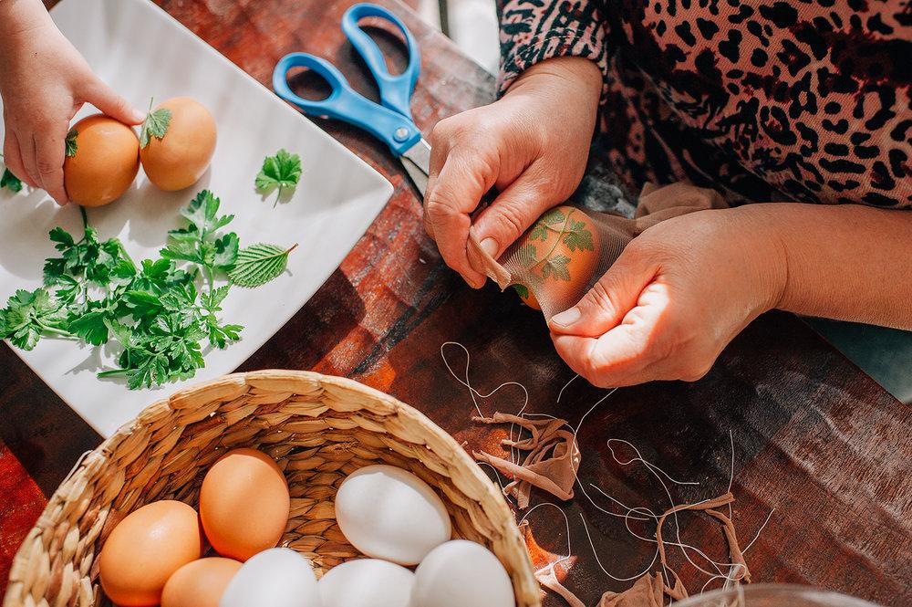 easter-eggs-organic-dye-onion-peels-elena-wilken20.jpg
