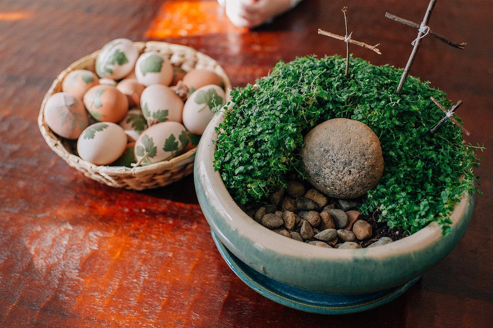 easter-eggs-organic-dye-onion-peels-elena-wilken31.jpg