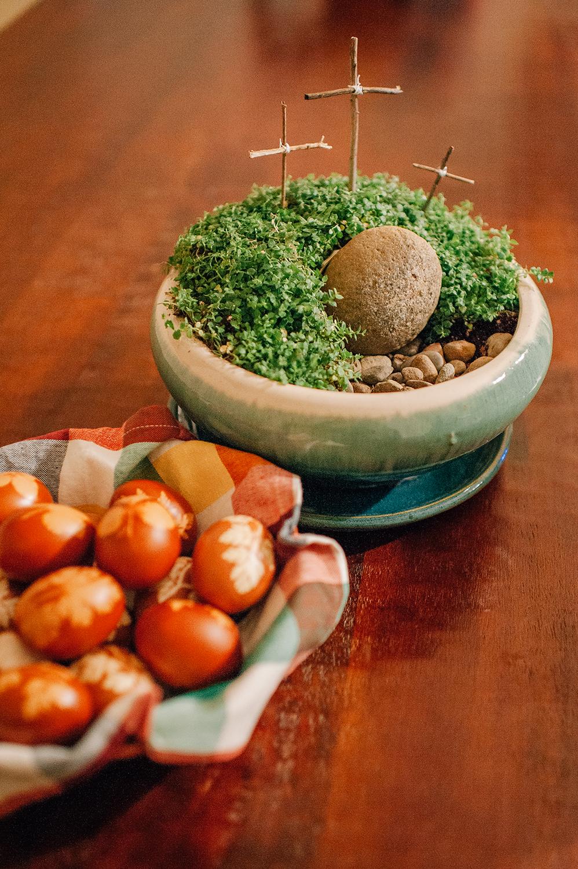 easter-eggs-organic-dye-onion-peels-elena-wilken32.jpg