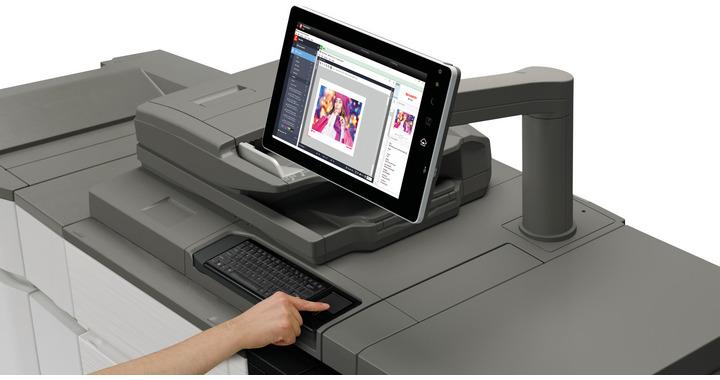 img-p--mx-7090n-mx-8090n-touchpad1-hand-380.jpg