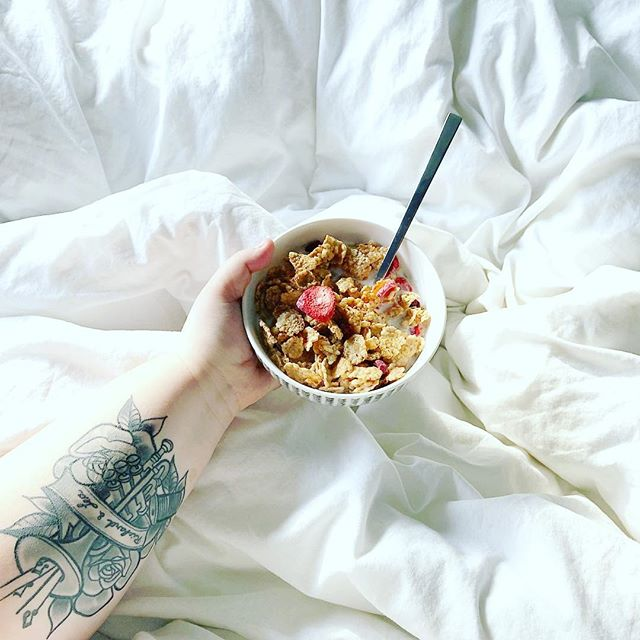Breakfast in bed ✨ going to visit my granny today and just relax. What are your plans for this sunny sunday? 💕 • tattoo by @venomspit from @infernotattoos 😍 . . . . . . #breakfast #bed #sunnysunday #tattoo #infernotattoos #venomspit #girlswithtattoos #tattooedgirl #inked #inkedgirls