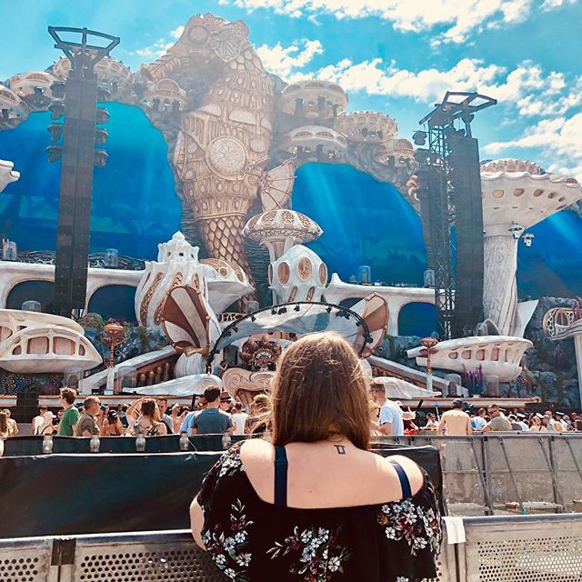 Never give up something for someone you love. Finally back at @tomorrowland after 2 years. Feels like coming home 💕 #tomorrowland #tomorrowland2018 #planaxis #srprstattoo