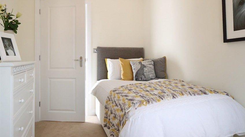 Gladstone Bedroom 2.jpg