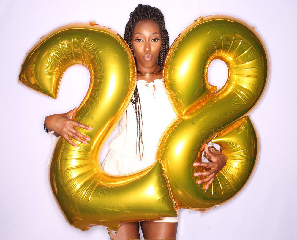 Jumbo & Mini Balloon Props - Balloons can add a 3-D effect to your photos making them 'POP' in a way you never imagined!We offer EXTRA large letters and numbers, mini letters & numbers on a stick and floating words that can be held as a prop or even incorporated into a backdrop.