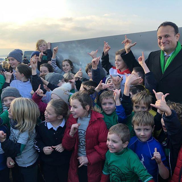 The Taoiseach mastering the skaka with the surf kids of Strandhill 🤙🤙🤙 #wildatlanticway  #strandhill #manaloandwhite  #sligo #leovaradkar