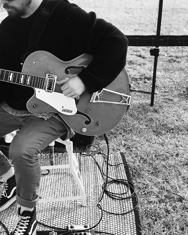 Mike's Gretsch is making a special appearance today for some chilled tunes whilst families spend some qualities time together this Mother's Day 💖 #thebellsduo #acousticduo