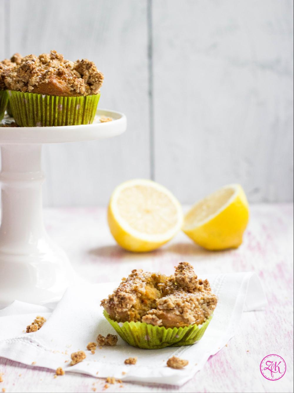 Muffins aus einem Birnen-Karotten Teig mit Amaranth-Streuseln