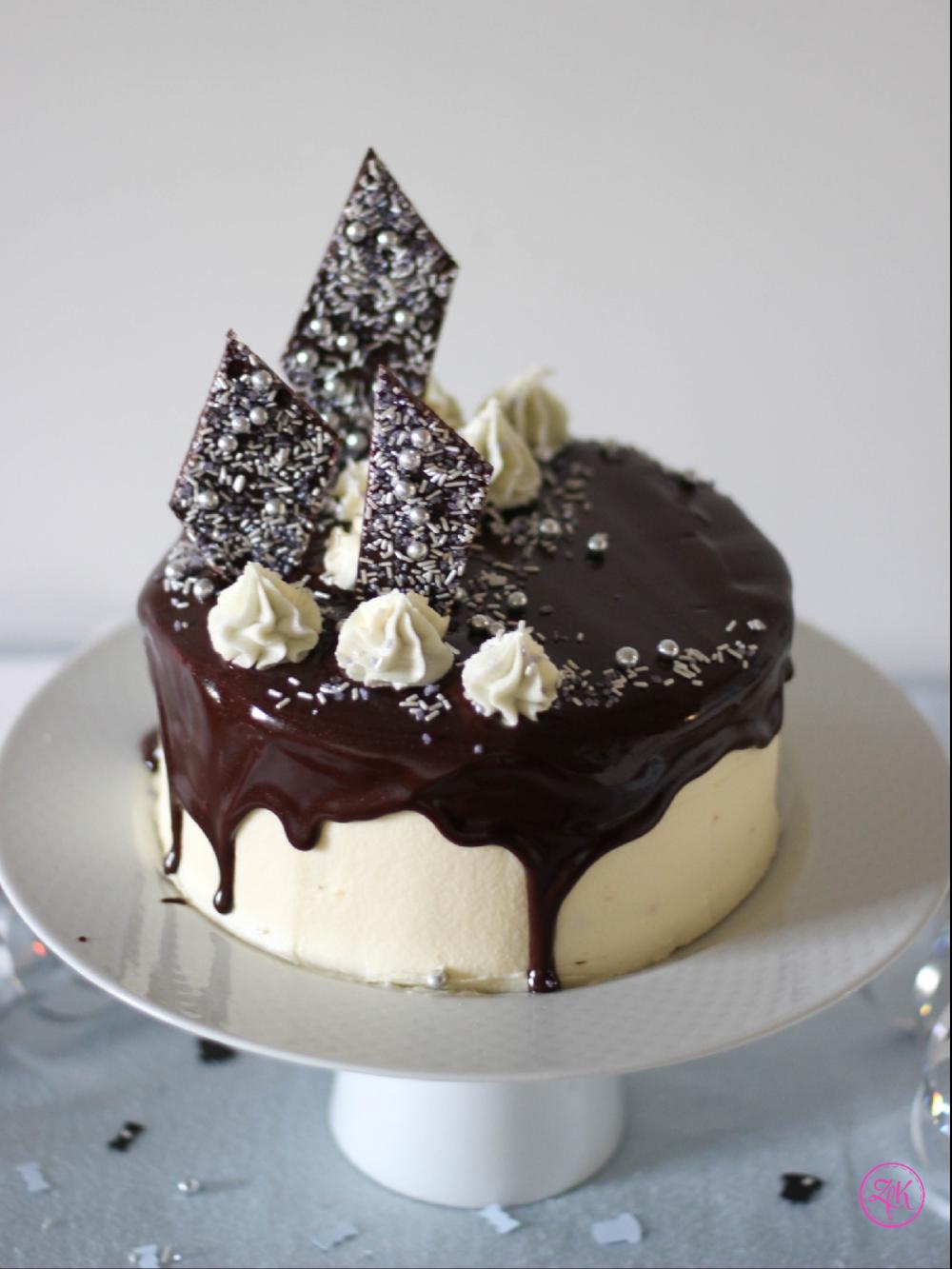 Luftige Böden, Vanillecreme und Birnen gekrönt mit Schokoladenganche