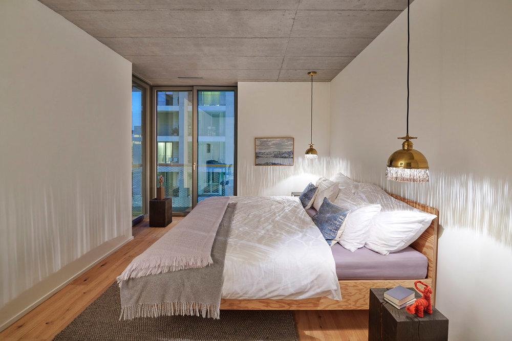 Schlafzimmer, Bett ESSENZIALE PINO Dormire Pedano, Bettbezüge PALACE Schlossberg Textil