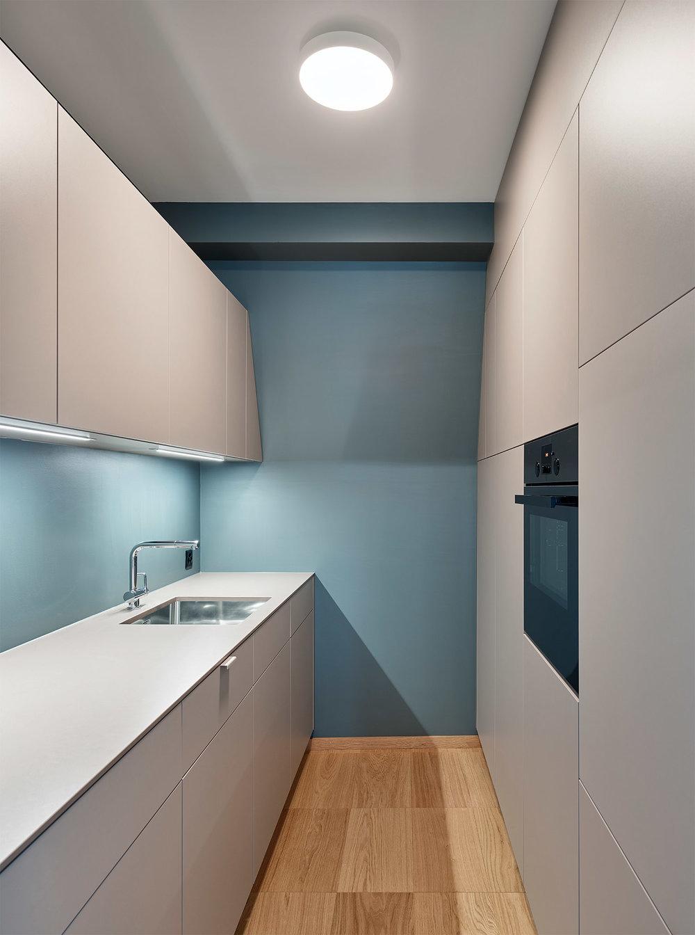 Bürogestaltung, Küche, Wandfarbe Farrow and Ball, Bodenbelag Bauwerk