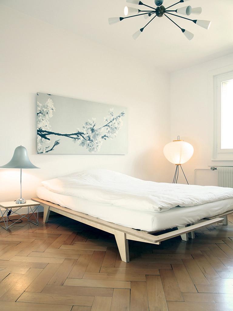 Home Staging, Schlafzimmer nachher, Leuchte Vitra, Tisch Vitra