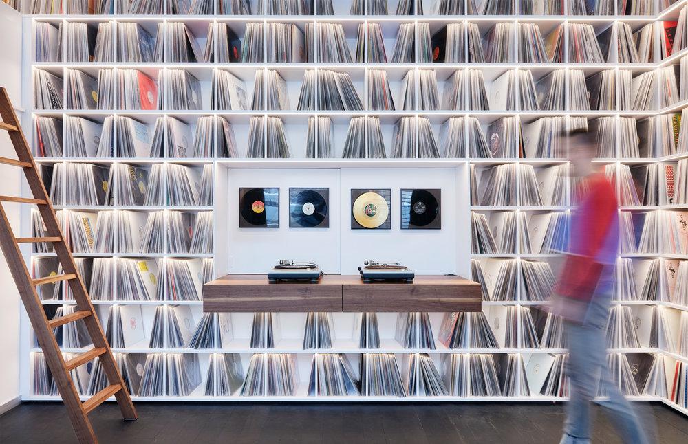4_Record room_Loft Horgen_Mia Kepenek_foto ©Simone Vogel_4701_Christian.jpg