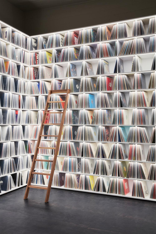 8_Record room_Loft Horgen_Mia Kepenek_foto ©Simone Vogel_4630.jpg