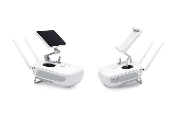 Both remote controller options are available with the Phantom 4 Advanced