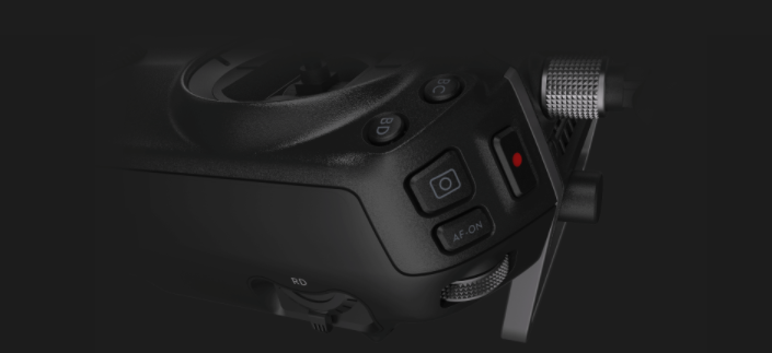 The remote features customizable buttons for more convenient piloting