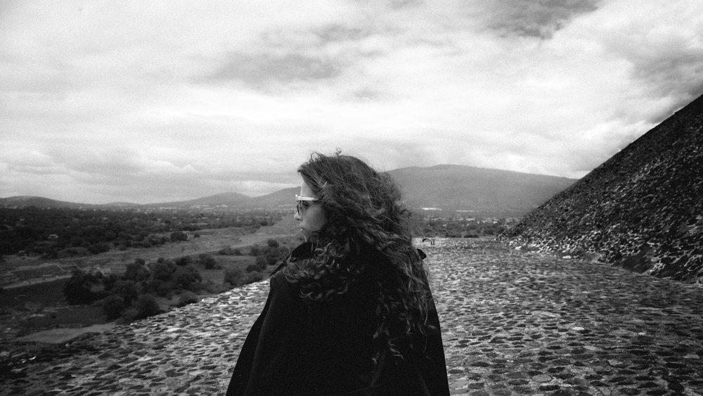 Teotihuacan_Cris_BW_Profile.jpg