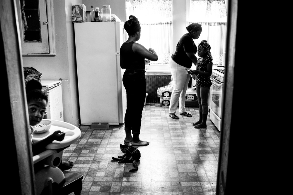 USA. Camden, New Jersey. August 10, 2013 : Keisha Boone makes breakfast for the six kids she takes care of. Keisha is one of many single mothers living in Camden. Her first husband was shot and killed, and the father of her most recent child is currently in jail.