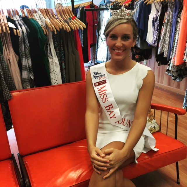 Ashli even put on her sash and crown for the photo to complete the look! :)
