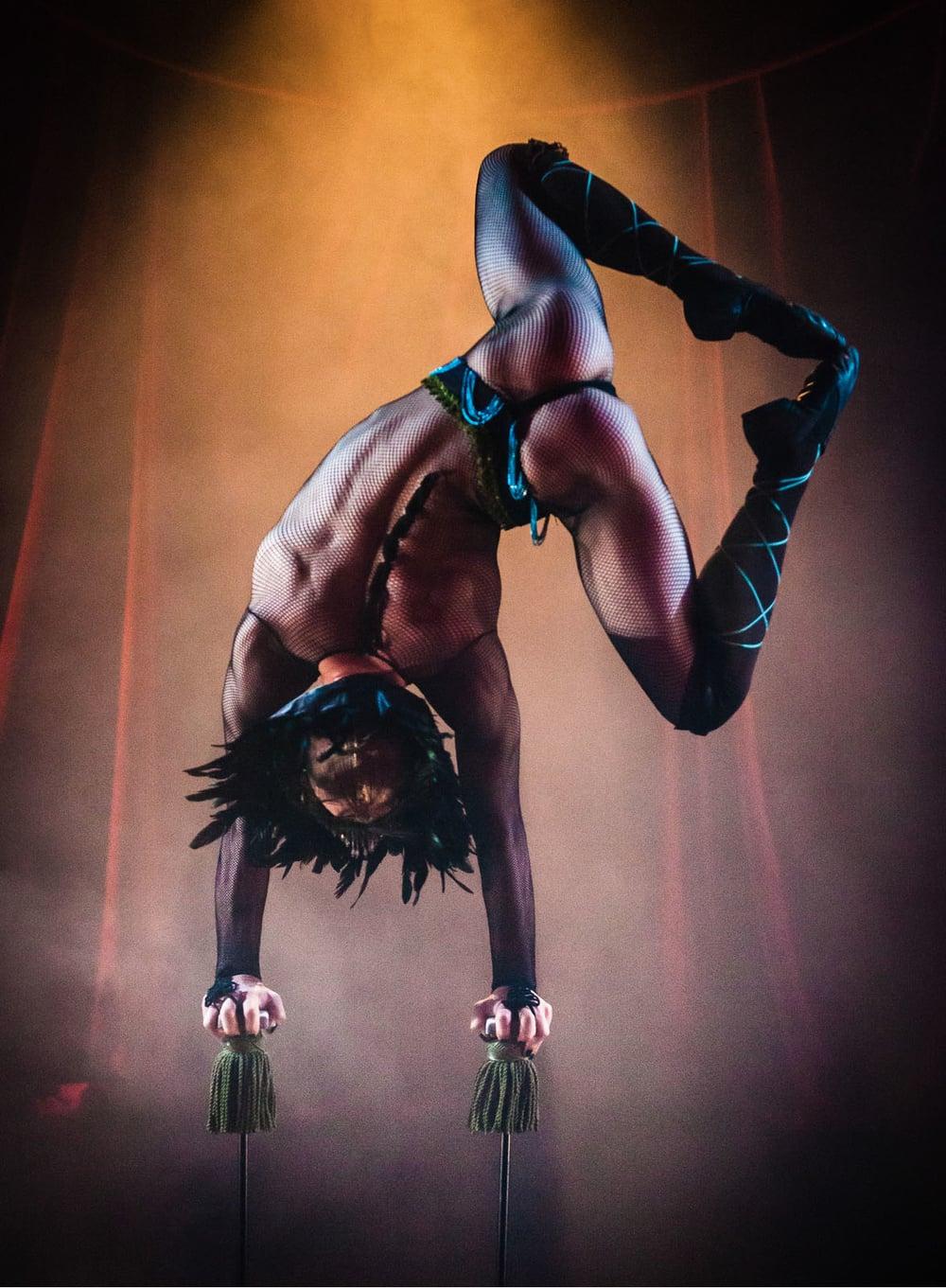 Burlesque Handstand-1.jpg