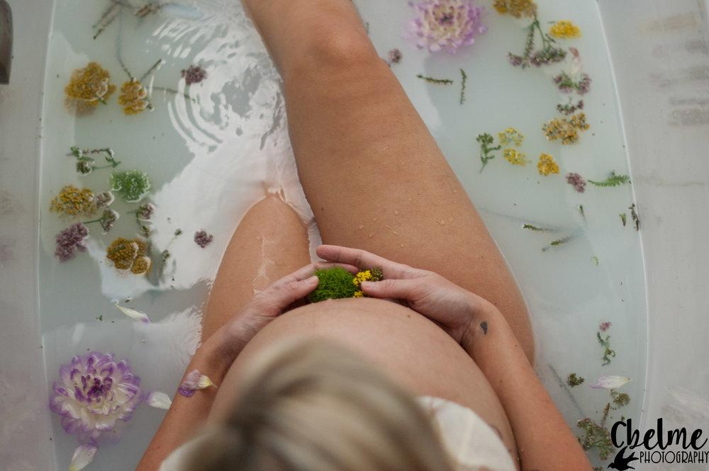 BirthBecomesHer-HerbalBath-MilkBath-BirthPhotography-28.jpg