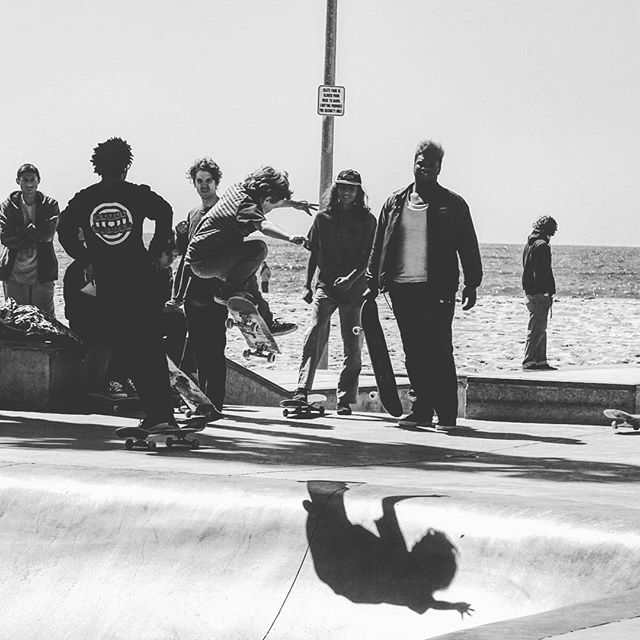 // Every generation, the #performance, #awareness, #style,  and pure positivity elevates // This grom is 7 years old 💥 and  his  attitude #inspires everyone around him at the #veniceskatepark not to mention that he rips // Keep #charging #modernadvocate #carvebar #deptofgood #goskate #skateboarding