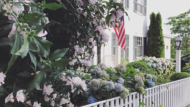 And just like that, it's spring. #spring . . . . . . #equinox #house #home #homedesign #landscape #design #landscapephotography #realestate #luxuryrealestate #realestatephotography #marthasvineyard #edgartown #style #beautiful #flowers #america #newengland #preppy #historic #potd #bostonblogger #lifestyleblogger #luxury #lifestyle #travel #vacation #architecture