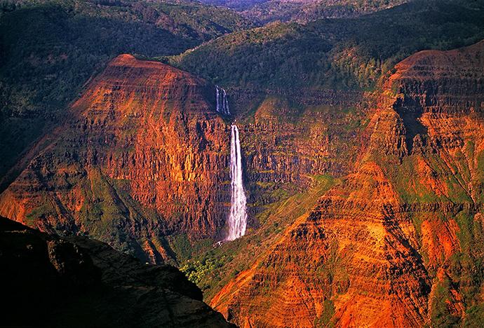 Waipoo-falls-Waimea-Canyon-Kauai-Hawaii-bg.jpg