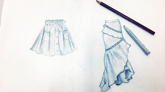 Practicing sketches, because what better way to get in touch with fashion than with your hands? 😌🙃 . . . . . . #9heads #nineheads #fashionillustration #skirts #augustaria #augustariaco #fidm #tortillon #layout