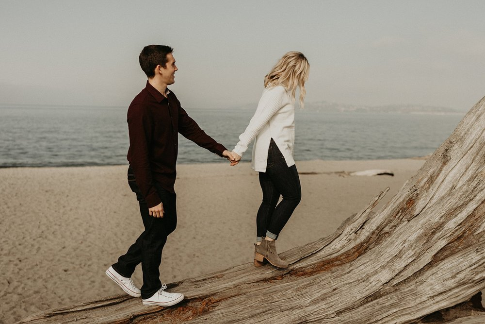 alki-beach-engagement_0007.jpg
