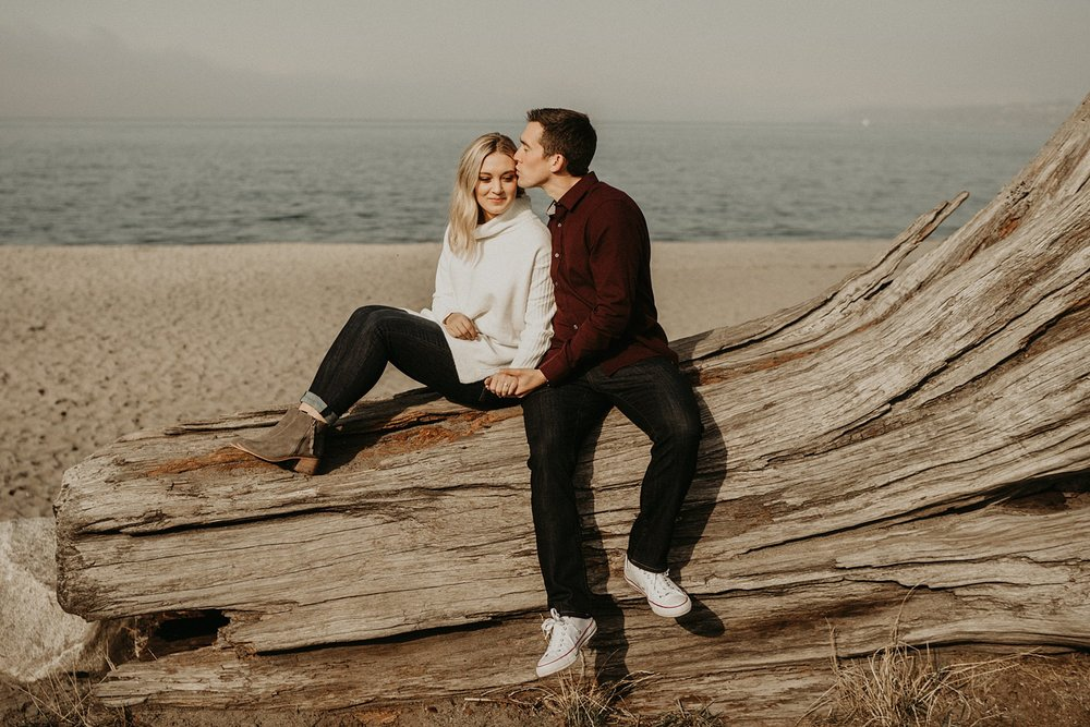 alki-beach-engagement_0008.jpg