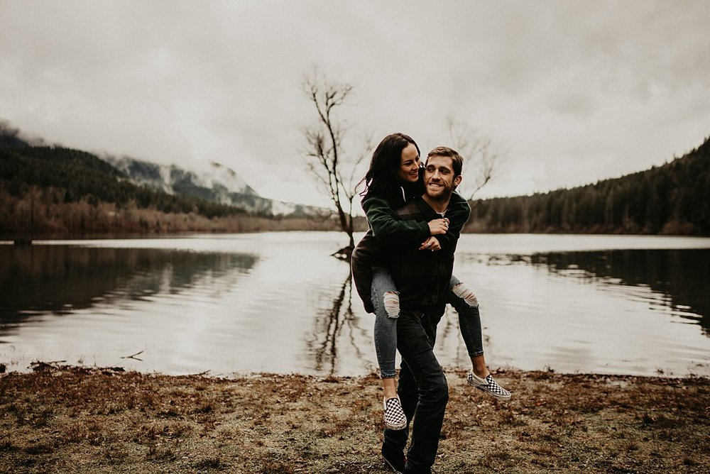 rattlesnake-lake-engagement-session_0010.jpg