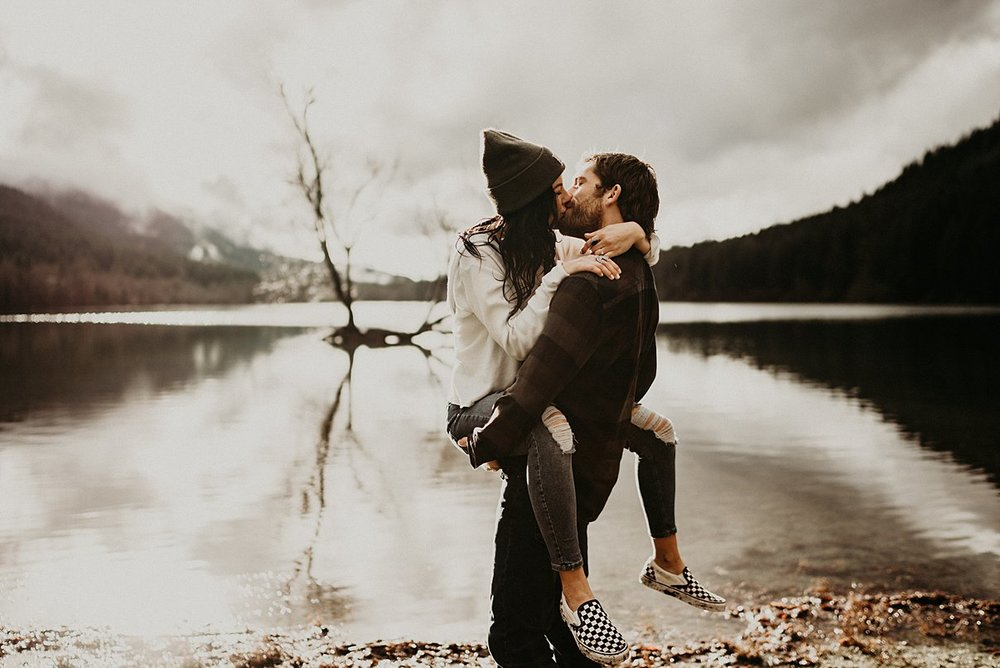 rattlesnake-lake-engagement-session_0016.jpg