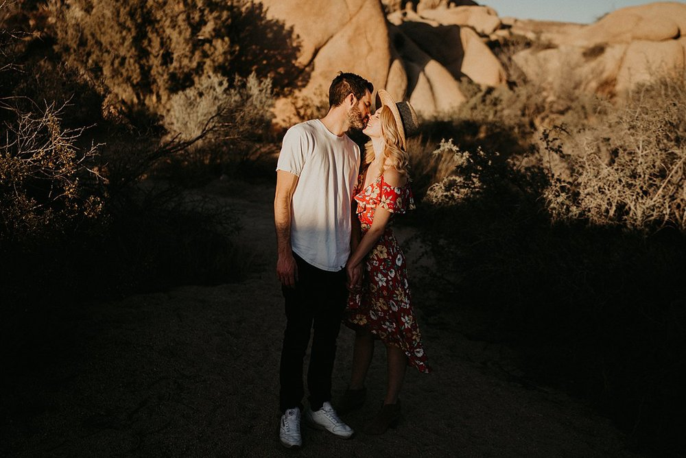 joshua-tree-engagement_0017.jpg